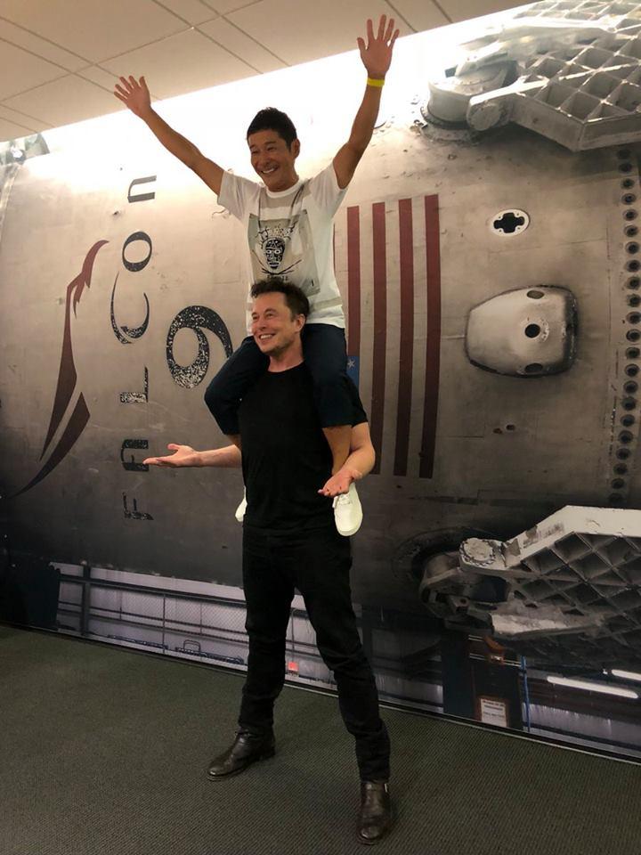 Elon Musk e Yusaku Maezawa il primo civile a viaggiare nello spazio