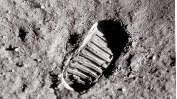 5 prove fasulle sullo sbarco lunare