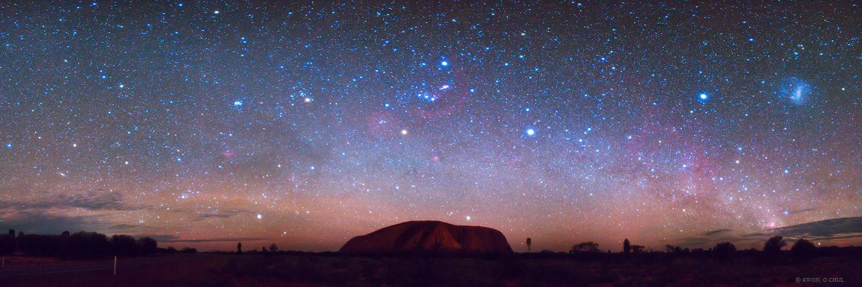 Uluru, ovvero Ayers Rock, sotto il cielo australe